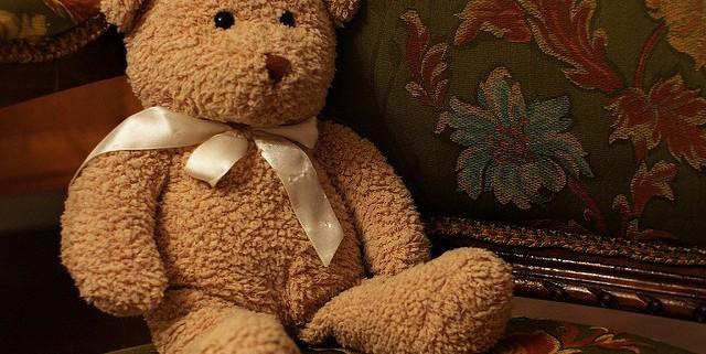brown teddy bear sitting